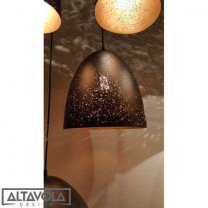 czarna nowoczesna lampa wisząca z perforacją