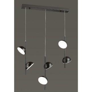 czarna podłużna lampa wisząca nad stół