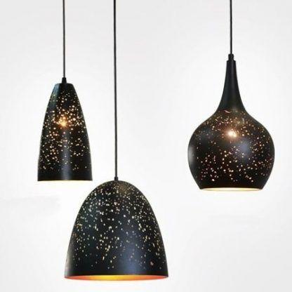 czarne lampy wiszące klosze z dziurkami złoty środek