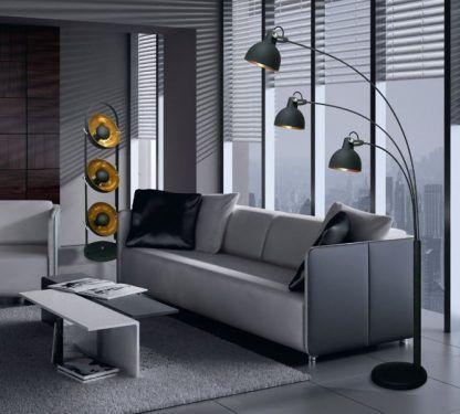 czarno miedziane lampy stojące - aranżacja w salonie