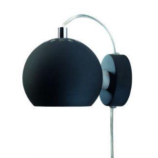 czarny kinkiet z kablem w kształcie kuli