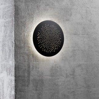 czarny kinkiet zewnętrzny na nowoczesną ścianę domu