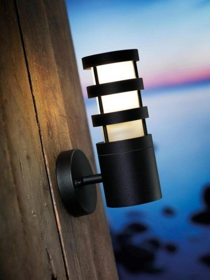czarny nowoczesna lampa na ścianę z drewna - dom