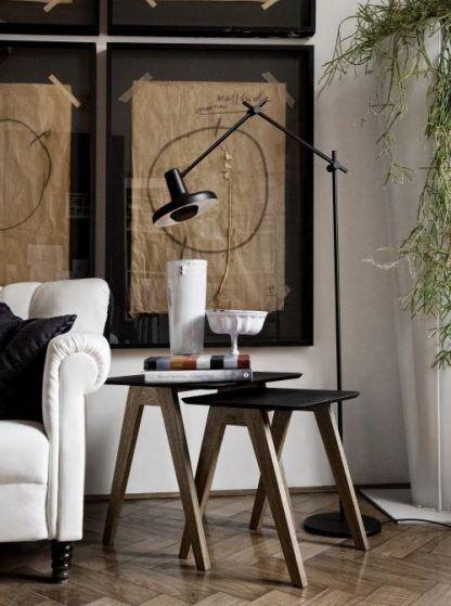 dekoracyjna lampa podłogowa do salonu nad czarny stolik