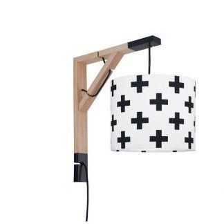 drewniany kinkiet z abażurem w krzyżyki