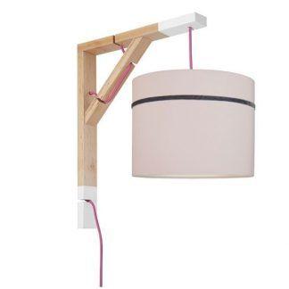 drewniany kinkiet z różowym abażurem