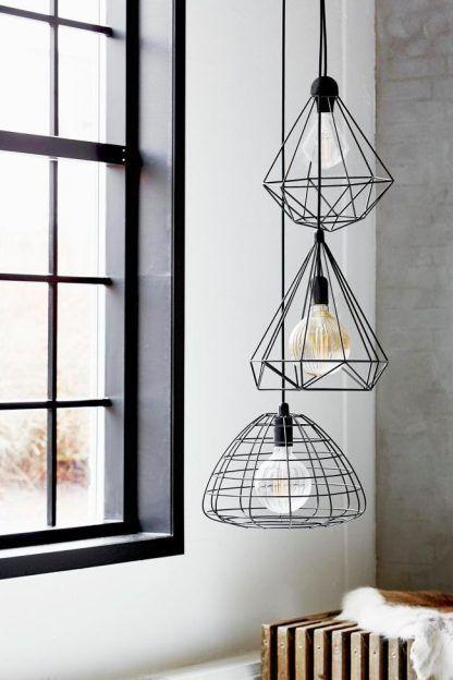 druciana czarna lampa wisząca z dekoracyjną żarówką