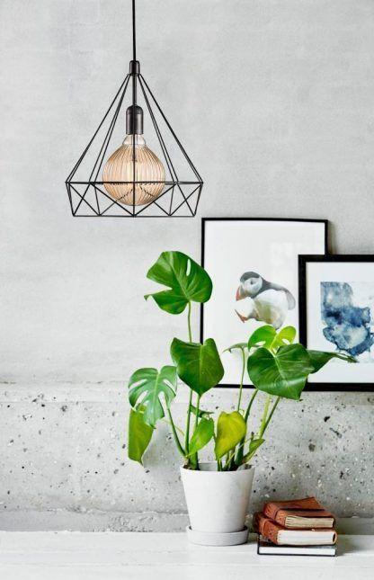 druciana lampa wisząca na tle betonowej ściany