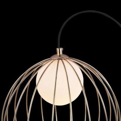 druciana miedziana lampa z okrągłą żarówką