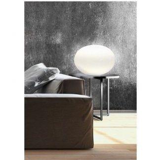 duża lampa stołowa szklana kula szara ściana