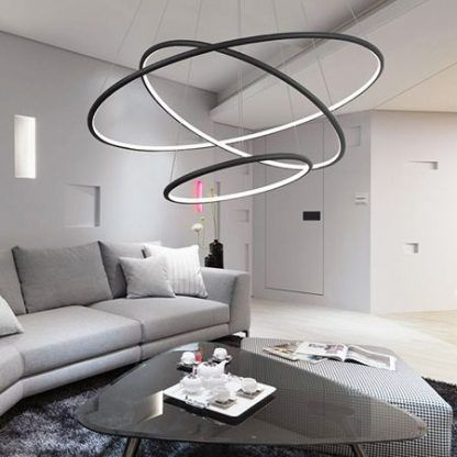 duża lampa wisząca czarne ringi do salonu aranżacja