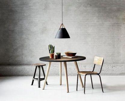 duża metalowa lampa wisząca nad stół szara aranżacja