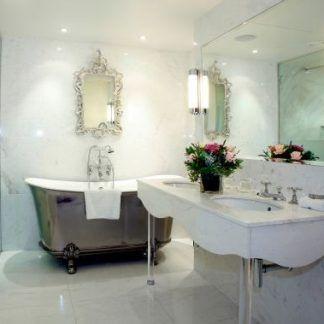 duże pionowe i okragłe kinkiety do łazienki marmurowej