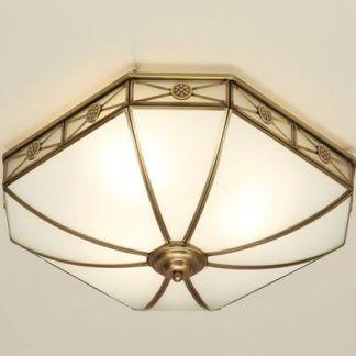 duży szklany plafon ze złotymi detalami