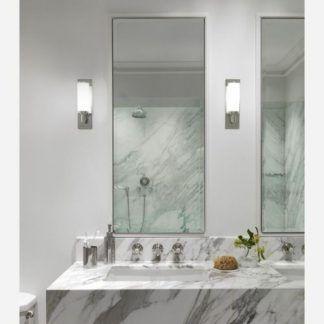 dwa lustra w łazience - kinkiet szklany i chromowany