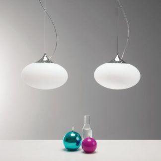 dwie lampy wiszace kule białe nad stół