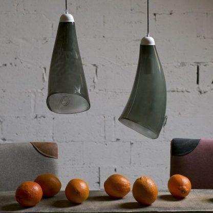 dwie lampy wiszące obok siebie nad stołem - oliwkowe