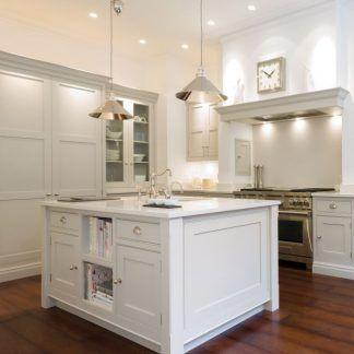dwie srebrne lampy wiszace do kuchni - industrialne