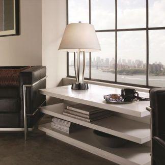 elegancka lampa stołowa w nowoczesnym gabinecie
