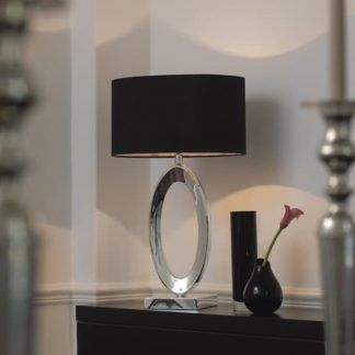 elegancka lampa w salonie modern classic aranżacja