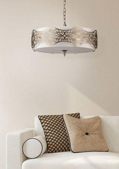 elegancka lampa wisząca z antycznymi zdobieniami do salonu