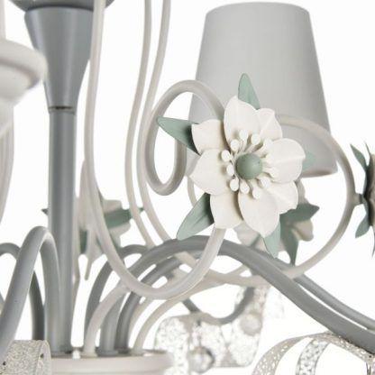 elegancki żyrandol z kwiatami odcienie szarości