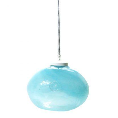 fajna niebieska wisząca lampa w pastelowym odcieniu