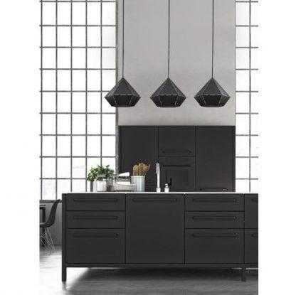 geometryczna lampa wisząca czarna kuchnia aranż