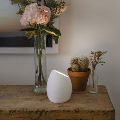 gipsowa lampa stołowa aranżacja salon