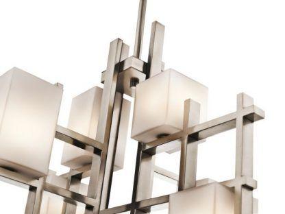 srebrna lampa wisząca z mlecznymi kloszami