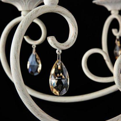 kremowy żyrandol z kryształkami do salonu