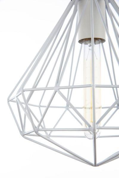 biała lampa wisząca z prętów skandynawska