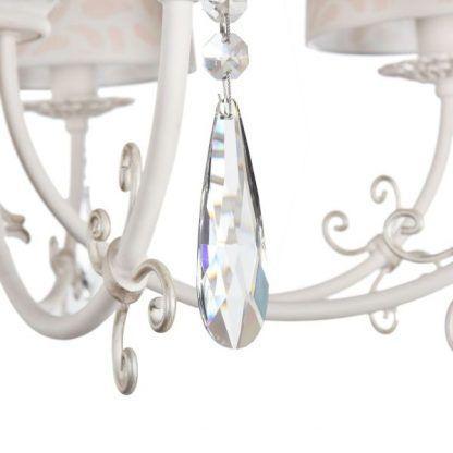 kremowy żyrandol z kryształkami klasyczny