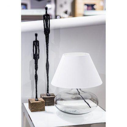 jaka lampa stołowa do białych mebli w salonie