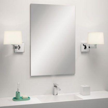 jakie kinkiety do łazienki obok lustra - białe abażury