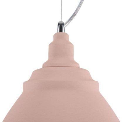 jasnoróżowa lampa wisząca w stylu skandynawskim