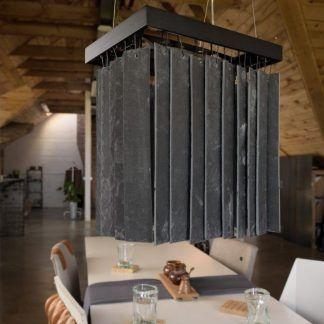 kamienna lampa wisząca retro w drewnianym pomieszczeniu