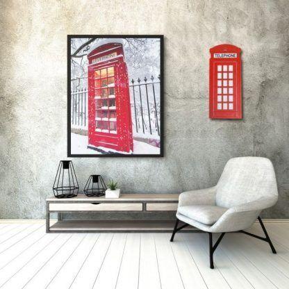 Kinkiet budka telefoniczna na szarej ścianie