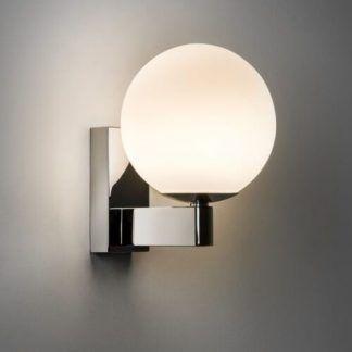 kinkiet chromowany srebrny - okragła biała kula do łazienki