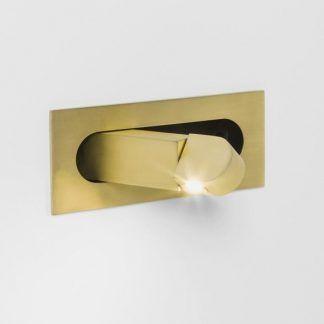 złoty chowany kinkiet w ścianie - czytaj w sypialni
