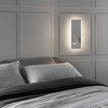 Kinkiet do czytania na białej ścianie w sypialni