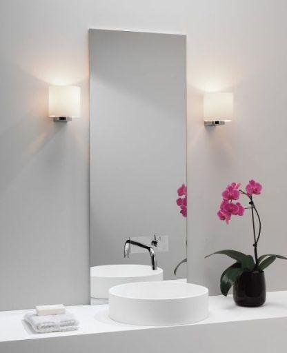 kinkiet łazienkowy do dużego lutra i białych mebli