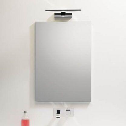 kinkiet nad lustro łazienkowe - srebrny podłużyny - aranżacja