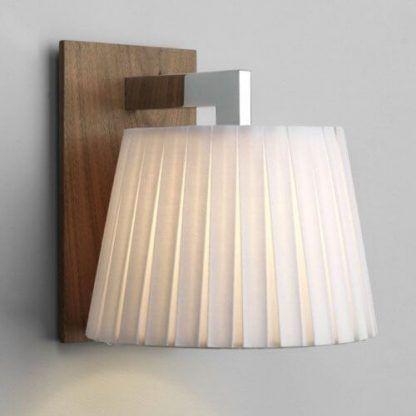 kinkiet nowoczesny z drewnianymi ozdobami - abazur marszczony