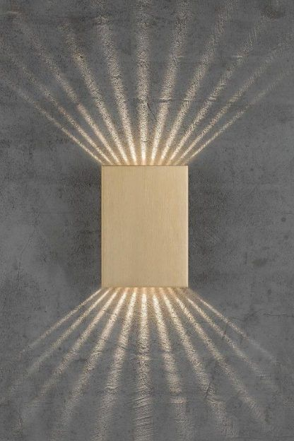 kinkiet ozdobny na elewację - oświetlenie drzwi