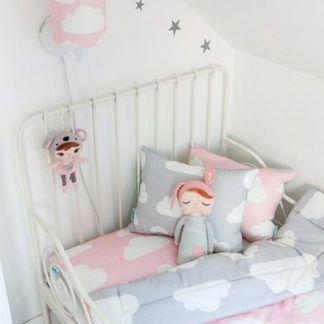 kinkiet różowy w chmurki dla dziecka nad łóżko