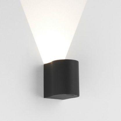 kinkiet zewnętrzny na elewację świecący w górę