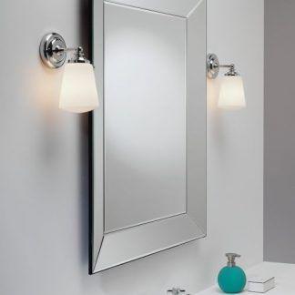 kinkiety do lustra ze srebrnymi ramionami i szklanymi kielichami
