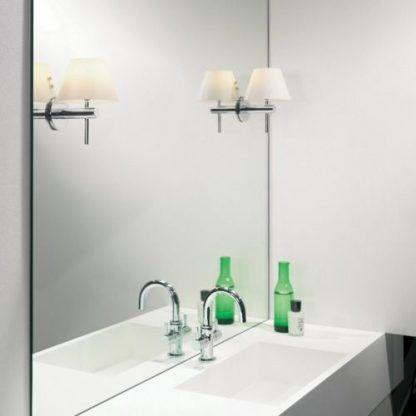 kinkiety srebrne z abażurami mocowane na lustrze