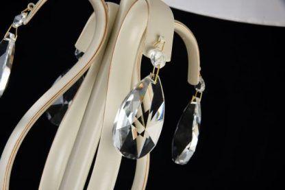 klasyczna lampa podłogowa z kryształkami kremowa